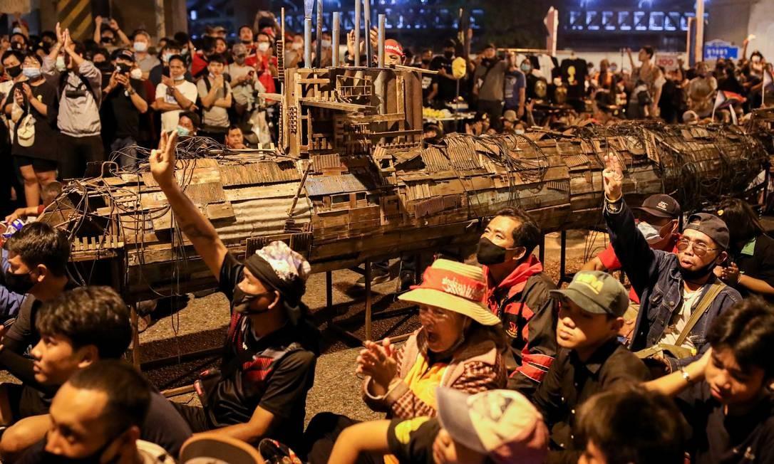 Manifestação pró-democracia exige a renúncia do primeiro-ministro e reformas na monarquia, em Bangkok, Tailândia Foto: SOE ZEYA TUN / REUTERS