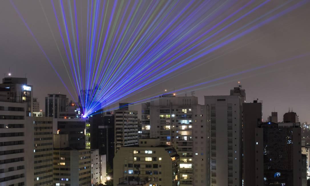 Com a quarentena, não houve medição em parte dos lares, e a cobrança foi feita por média Foto: Edilson Dantas / Agência O Globo