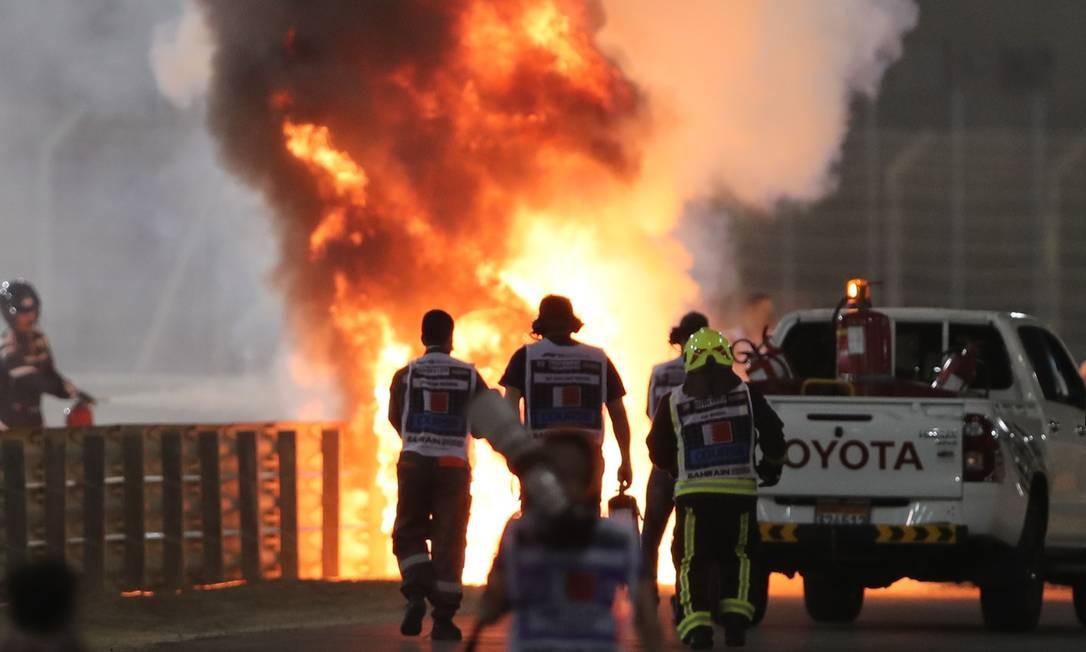 Equipes de resgate se aproximam do local do acidente Foto: KAMRAN JEBREILI / Pool via REUTERS