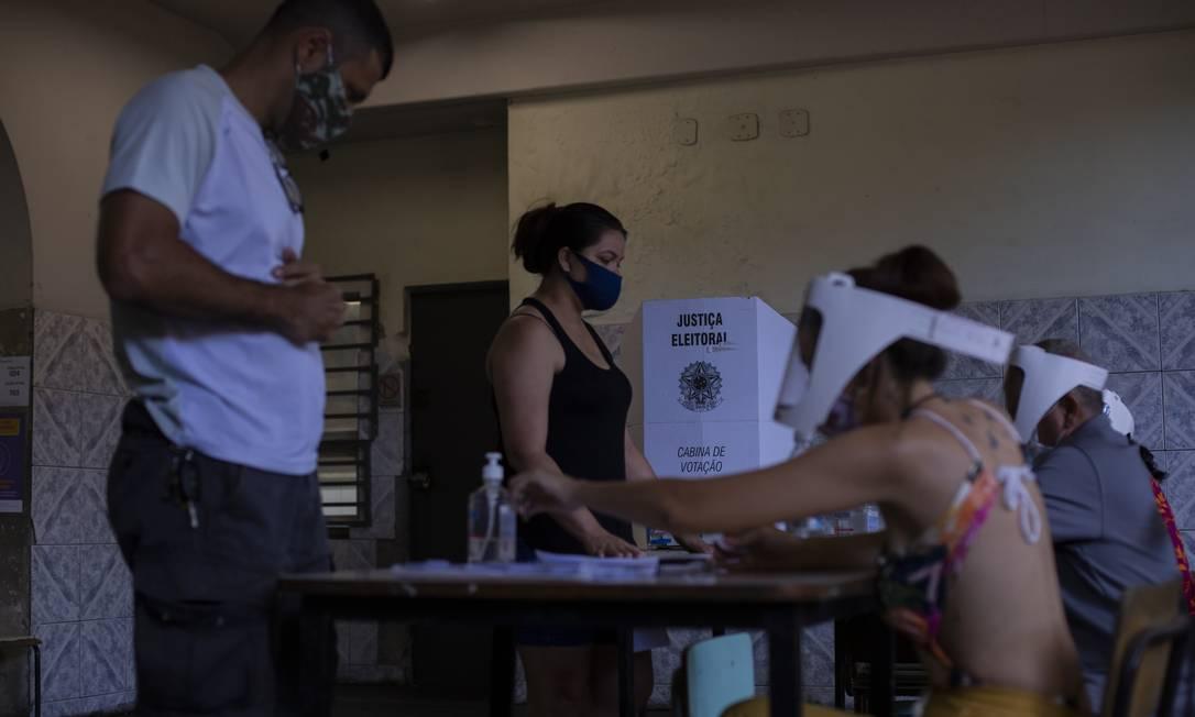 Escola Municipal Ubaldo de Oliveira, em Bangu, Zona Oeste do Rio, durante votação do segundo turno Foto: Gabriel Monteiro / Agência O Globo