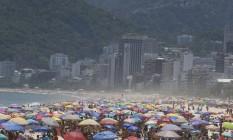 Forte calor no Rio é marcado por aglomerações em praias nesta segunda-feira Foto: Fabiano Rocha / Agência O Globo