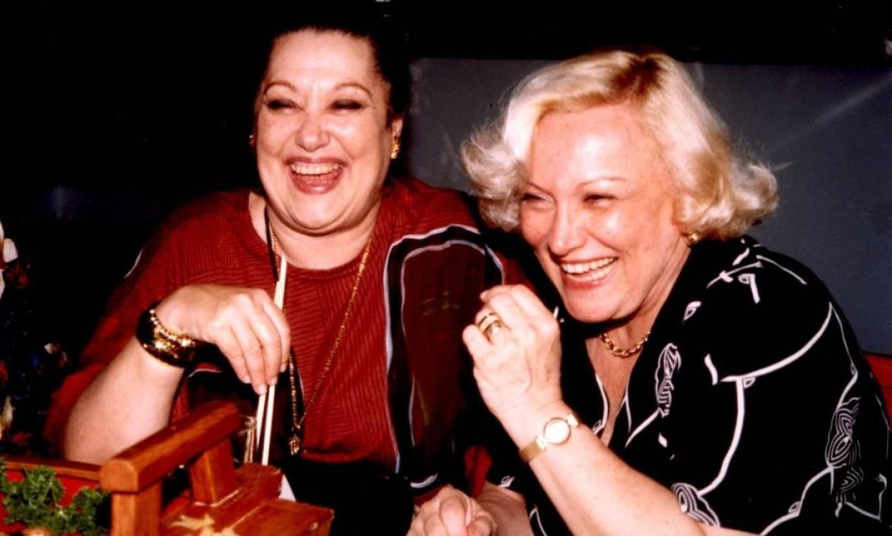 As amigas e atrizes Suely Franco e Nicette Bruno Foto: Ronaldo Zanon / Agência O Globo - 24/08/1998