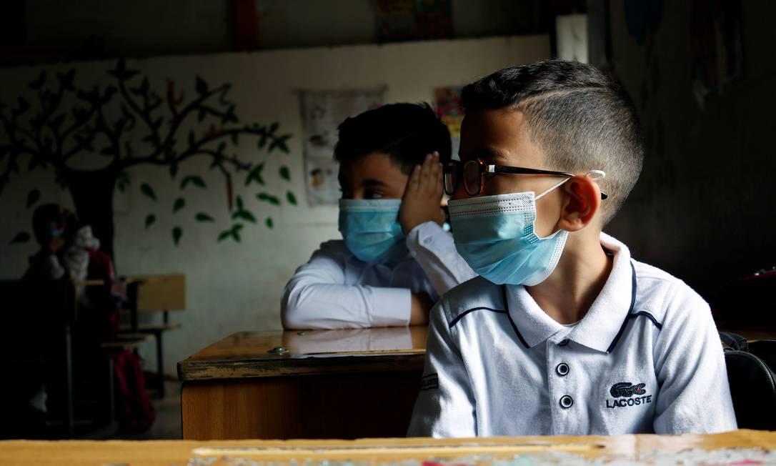 Crianças em escola em Bagdá, no Iraque, que também reabriu suas escolas Foto: SABA KAREEM / REUTERS