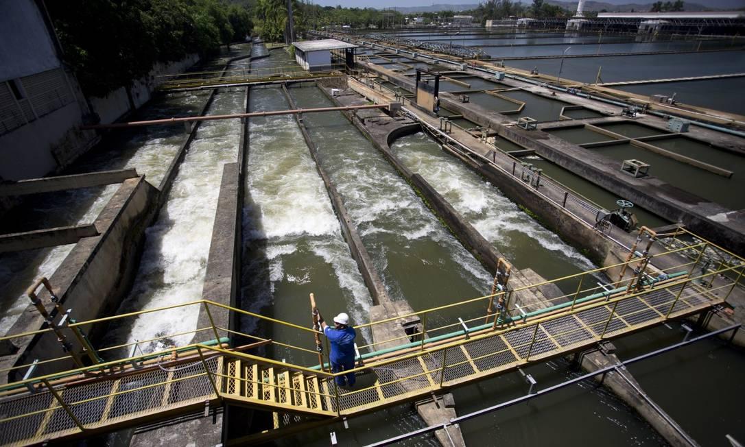 Estação do Guandu: metade da água vai para o Lameirão, que está operando com 75% da capacidade Foto: Márcia Foletto / Agência O Globo
