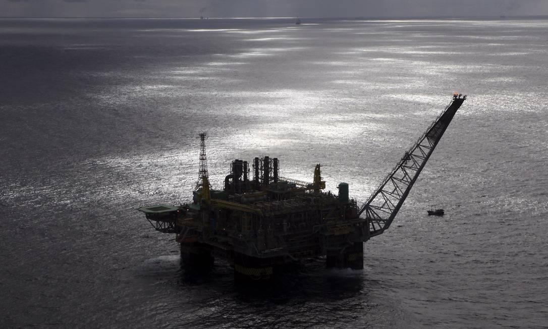 Petrobras está se desfazendo de campos maduros em águas rasas para focar investimentos no pré-sal Foto: RICH PRESS