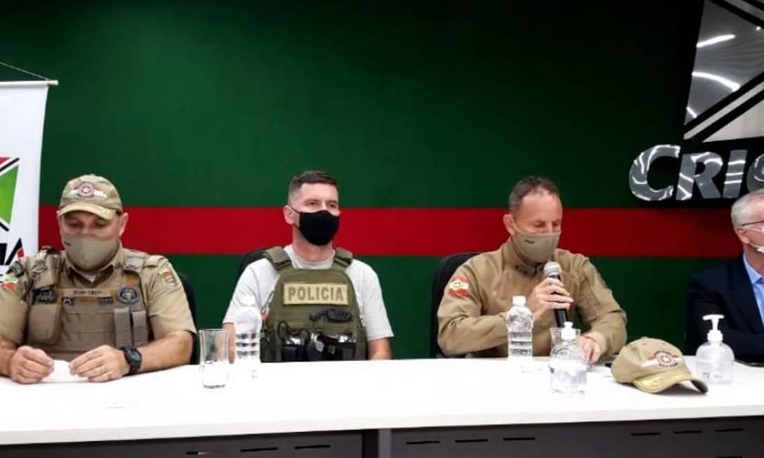 Governador de SC, prefeito de Criciúma e agentes da polícia participaram da entrevista Foto: Reprodução