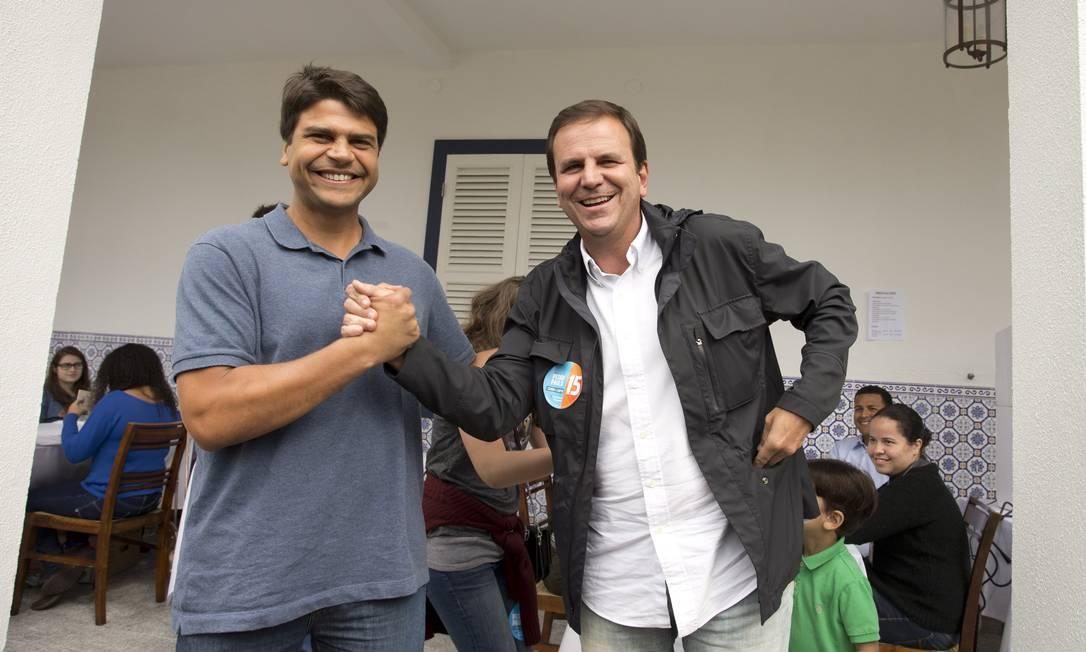 O prefeito eleito Eduardo Paes e o deputado federal Pedro Paulo, em registro de 2016 Foto: Márcia Foletto em 02-10-2016 / Agência O Globo