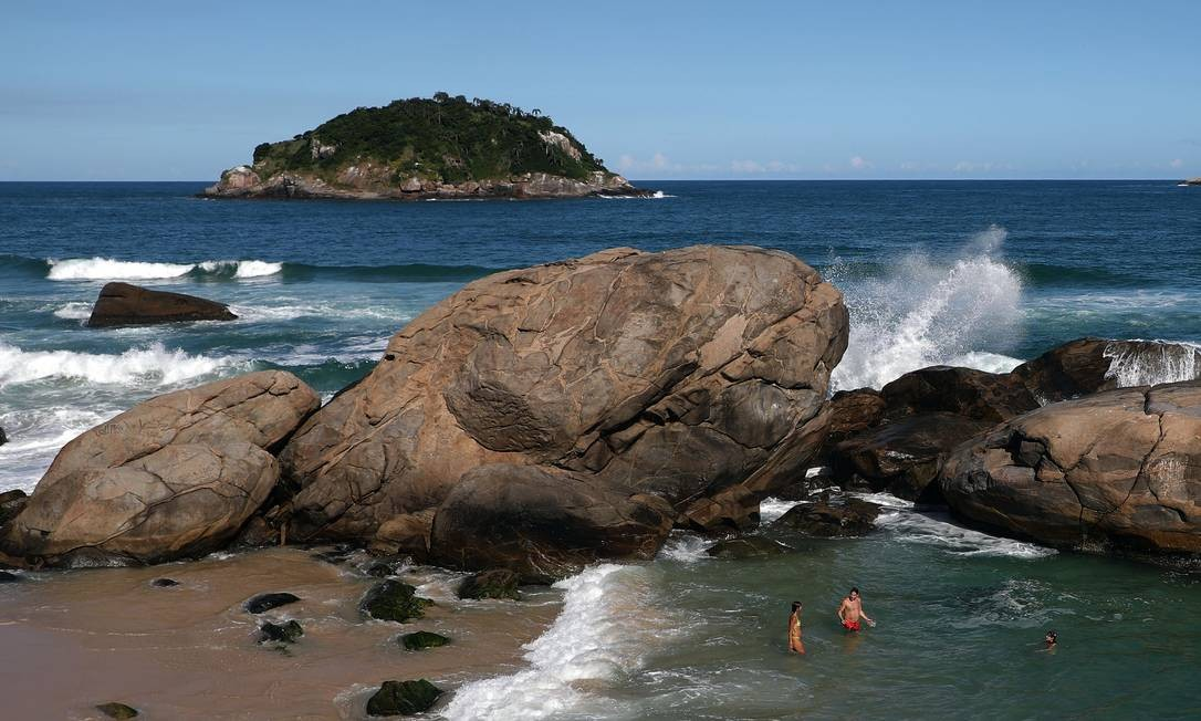 A Praia do Abricó, na Zona Oeste, é a única praia naturista da cidade do Rio de Janeiro Foto: Fabio Motta / Agência O Globo