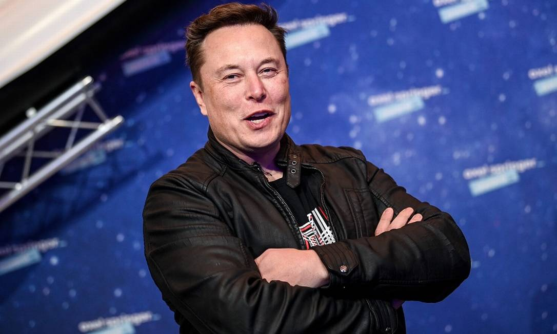 """Elon Musk: """"Levará mais 20 anos para que os carros sejam totalmente elétricos. É como no caso dos telefones, você não pode substituí-los todos de uma vez"""" Foto: BRITTA PEDERSEN / AFP"""