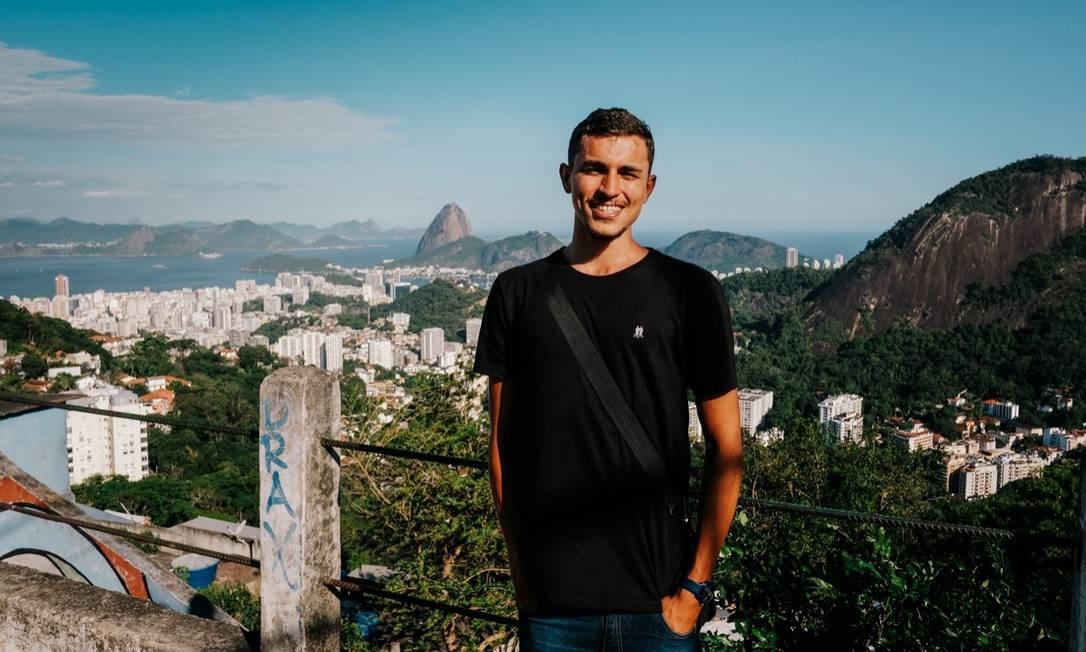 Salvino Oliveira, de 22 anos, ficará à frente da nova Secretaria da Juventude. O jovem atua como líder comunitário na Cidade de Deus Foto: Reprodução / Rede Social
