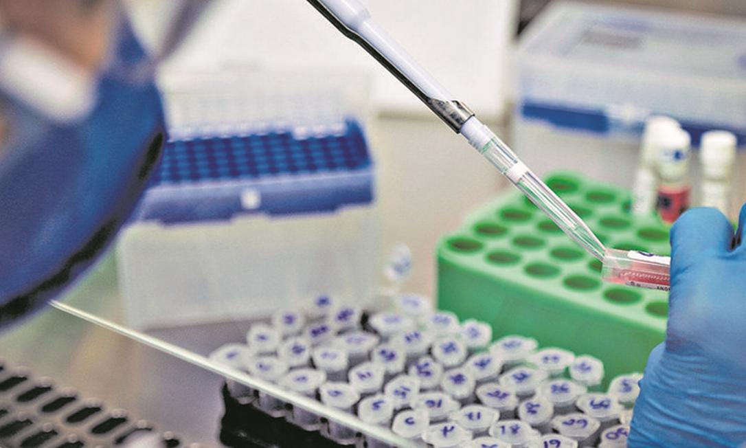 Exames para Covid: empresas ampliam testes em funcionários Foto: Roberto Moreyra