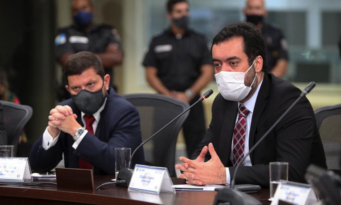 Nicola Miccione (à esquerda), ao lado de Castro: secretário de Casa Civil é um dos membros da cúpula do governo com Covid-19 Foto: Divulgação / Governo do RJ