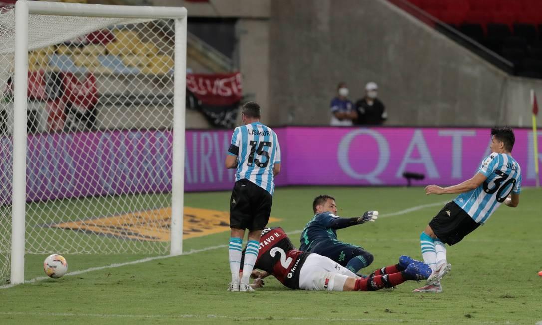 Gol do Racing Foto: ANTONIO LACERDA / AFP