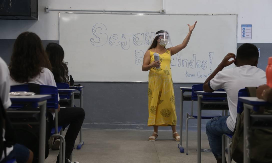 Escolas municipais no Rio retornaram aulas no 9º ano do ensino fundamental Foto: Pedro Teixeira / Agência O Globo
