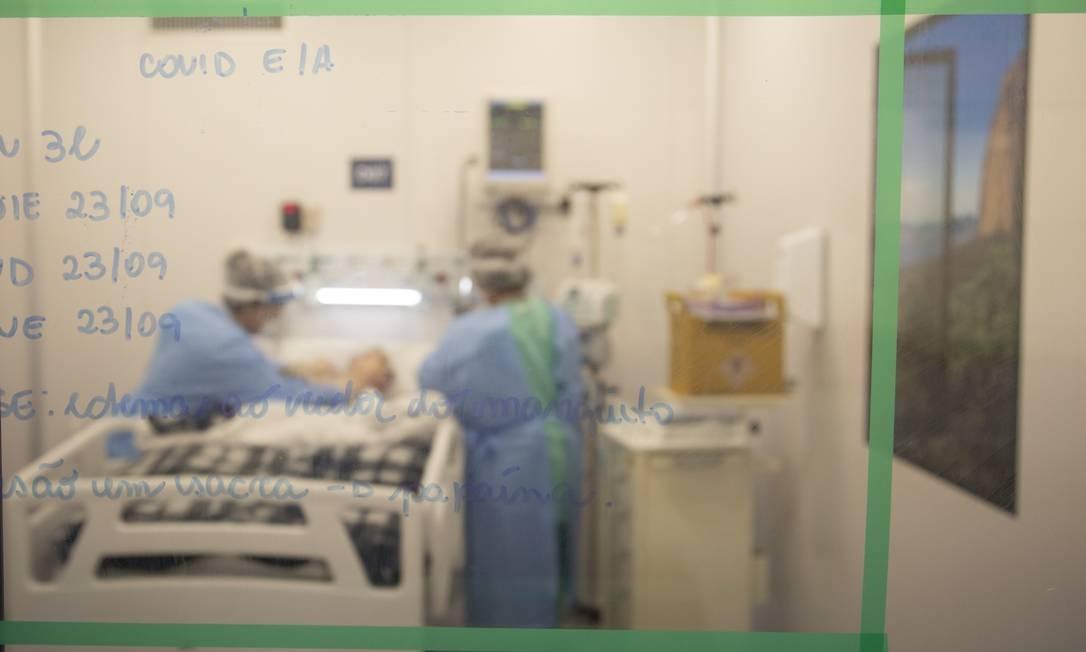 UTI do Centro hospitalar de Covid-19 do Instituto Nacional de Infectologia Evandro Chagas, na Fundação Oswaldo Cruz Foto: Gabriel Monteiro / Agência O Globo 25-09-2020