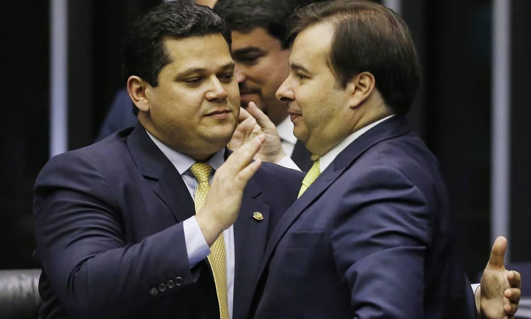 Os presidentes do Senado, Davi Alcolumbre, e da Câmara, Rodrigo Maia, durante abertura do ano legislativo Foto: Jorge William/Agência O Globo/03-02-2020