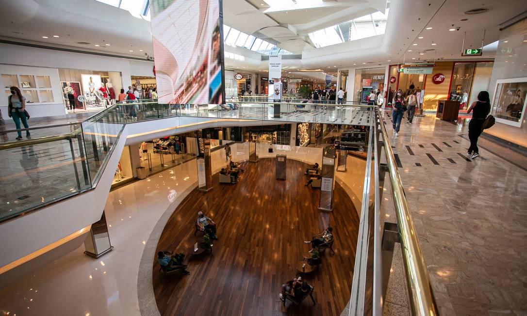 Shoppings podem funcionar 24 horas por dia Foto: Hermes de Paula / Agência O Globo