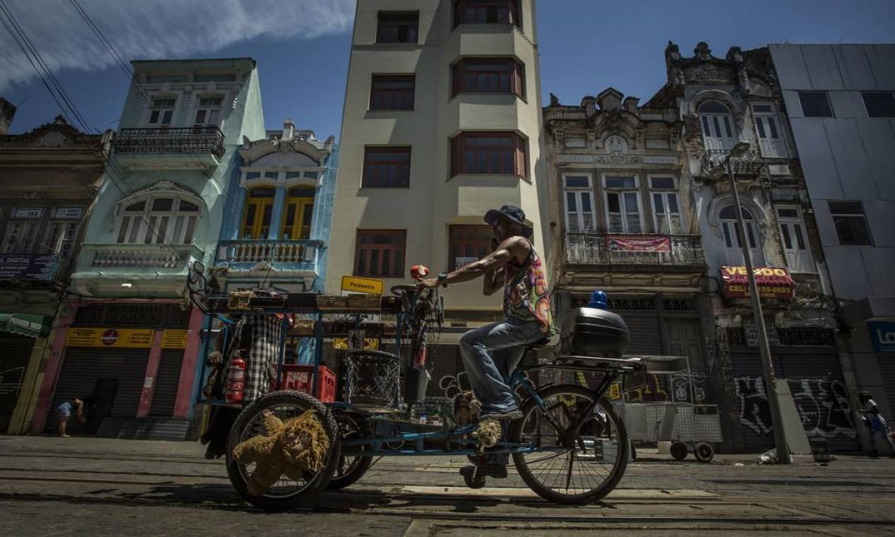 O Centro, atualmente, ainda é a região que mais gera empregos no Rio, segundo o futuro secretário de Planejamento Urbano, Washington Fajardo Foto: Guito Moreto / Agência O Globo