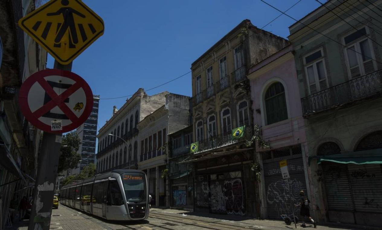 Dados da Associação Brasileira das Administradoras de Imóveis (Abadi) mostram que, hoje, 38% dos imóveis comerciais e 17% dos residenciais estão vazios no Centro Foto: Guito Moreto / Agência O Globo