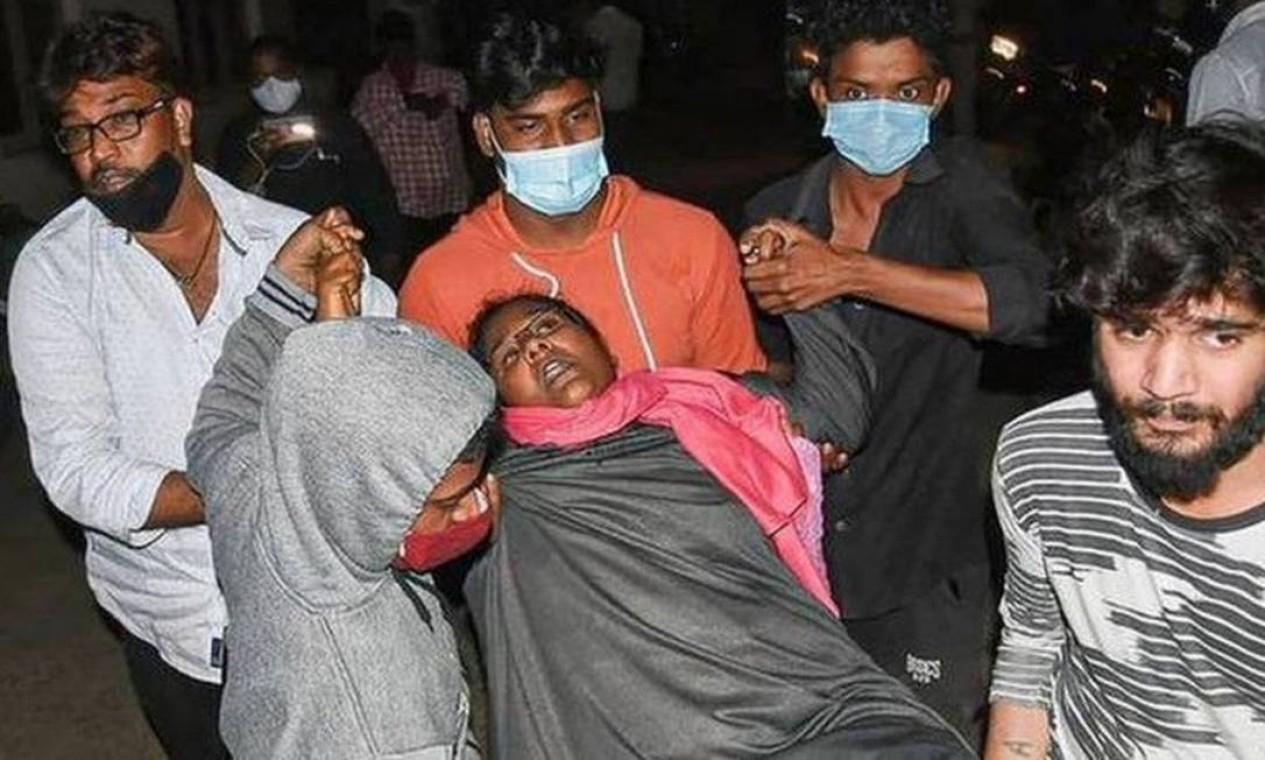 Centenas de pessoas foram hospitalizadas na Índia por causa de doença misteriosa Foto: PTI
