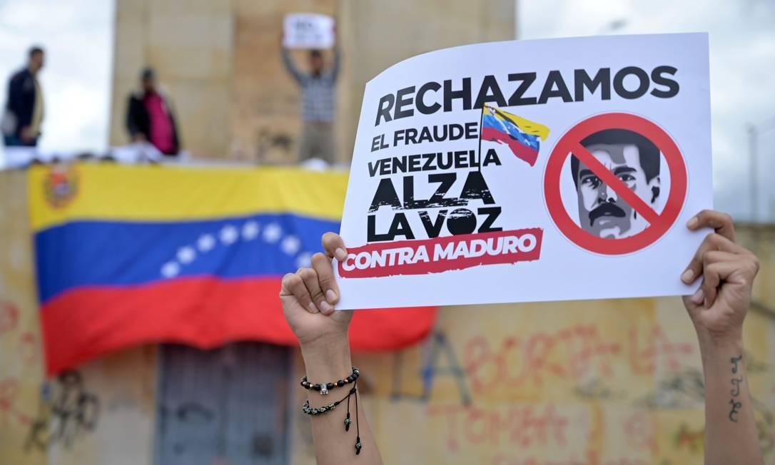 Cidadãos venezuelanos que vivem na Colômbia protestam contra as eleições legislativas da Venezuela Foto: RAUL ARBOLEDA / AFP/06-12-2020