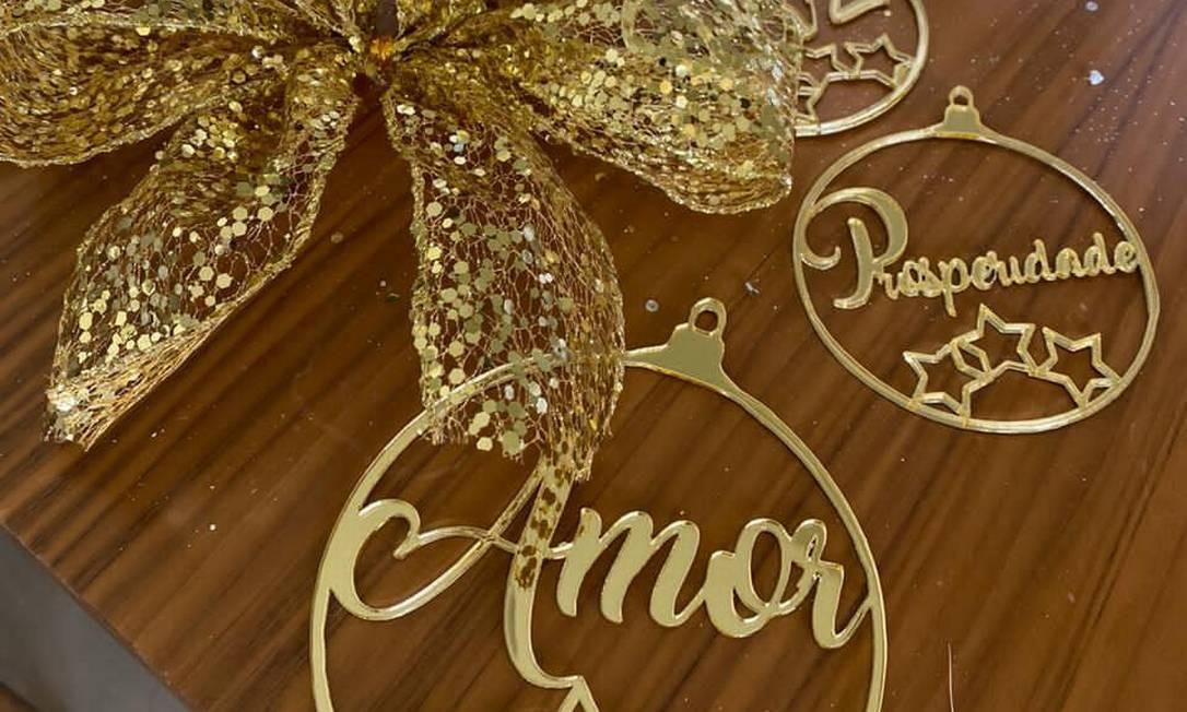 Bolas com palavras dão tom de esperança à decoração Foto: Divulgação