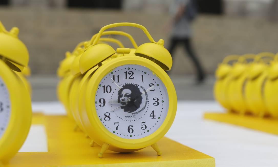 Relógios com a imagem de Marielle foram expostos para cobrar respostas Foto: Marcia Foletto / Agência O Globo