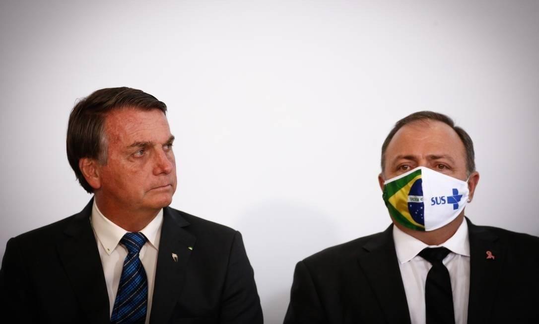 O ministro da Saúde, Eduardo Pazuello, ao lado do presidente Jair Bolsonaro Foto: Pablo Jacob / Agência O Globo