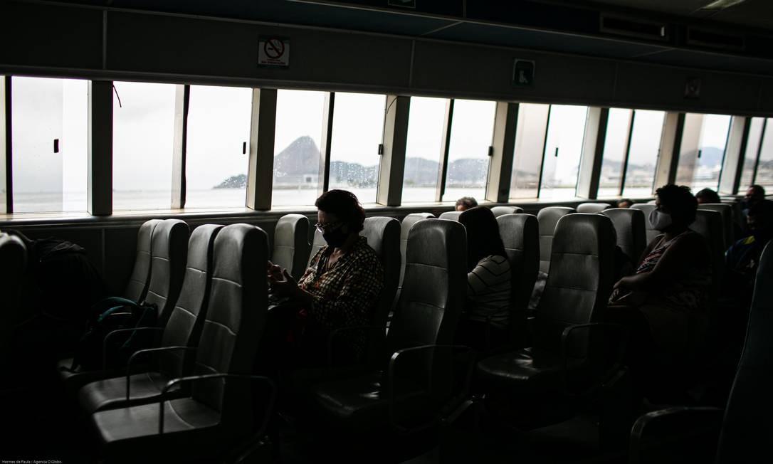 Crise nos transportes. Alvos de constantes reclamações por causa de superlotação, as barcas sofrem os efeitos da Covid-19 e circulam com 75% de queda no número de usuários. Concessionárias preveem prejuízo de até R$ 2,6 bilhões no ano e risco de colapso do sistema Foto: Hermes de Paula / Agência O Globo - 20/08/2020