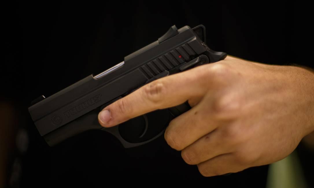 Importação de pistolas e revólveres segue tendência de alta em meio a flexibilizações do governo Bolsonaro Foto: Daniel Marenco / Agência O Globo