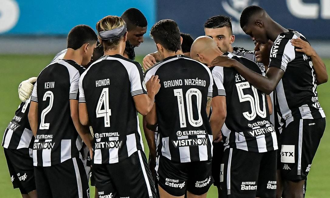 Jogadores do Botafogo em partida no Nilton Santos Foto: Thiago Ribeiro/Botafogo