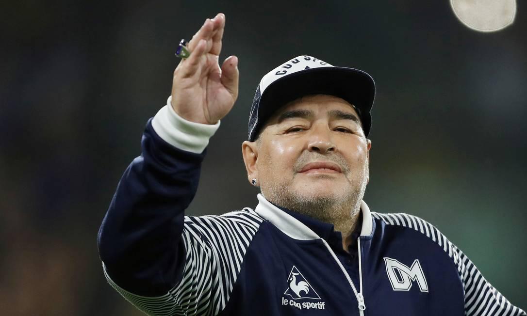 25/11 - Diego Maradona, ídolo do futebol argentino, aos 60 anos, de parada cardíaca Foto: AGUSTIN MARCARIAN / Reuters