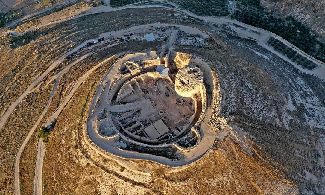 Vista aérea do Herodium, palácio preferido do rei Herodes, o Grande, indicado pelos romanos para governar a Judeia, entre 37 e 4 a.C Foto: MENAHEM KAHANA / AFP