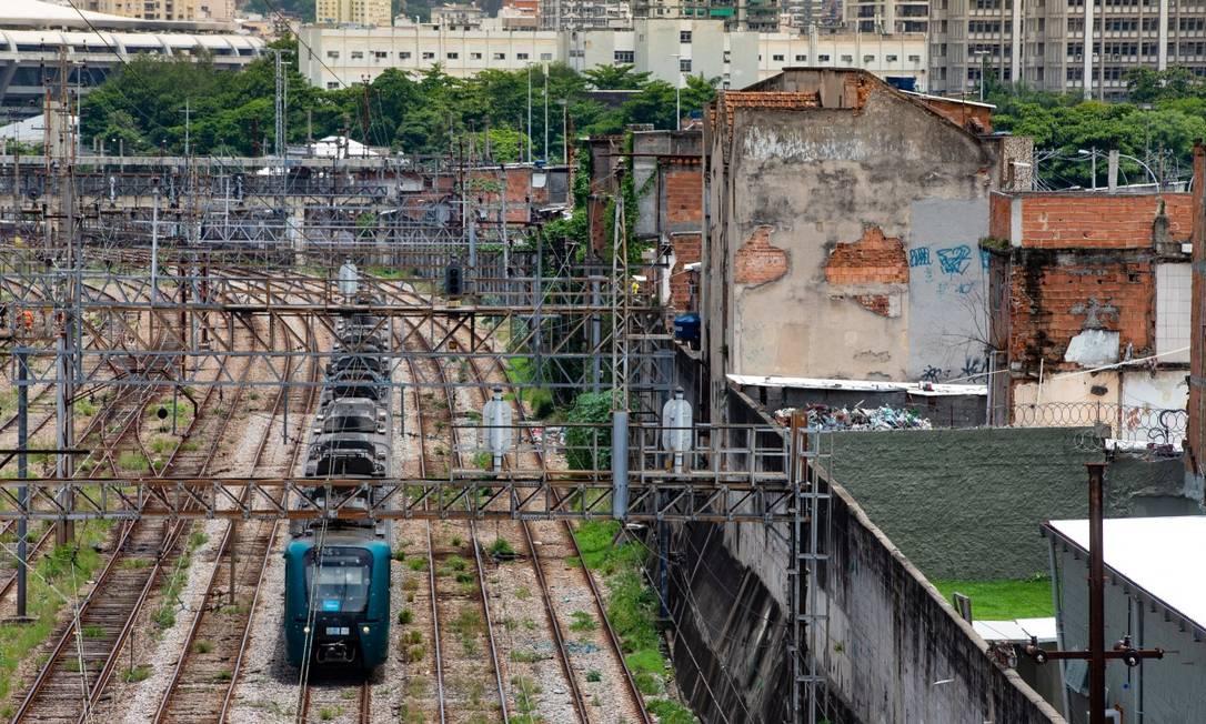 Gestão Paes quer revitalizar bairros do subúrbio que ficam às margens de estações de trem, metrô e BRT Foto: Roberto Moreyra / Agência O Globo