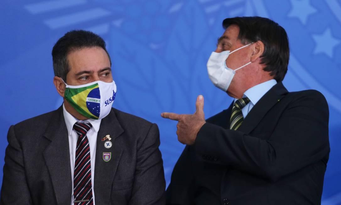 Coronel Elcio Franco, que é secretário do Ministério da Saúde, com o presidente Jair Bolsonaro Foto: Jorge William/24.08.2020 / Agência O Globo