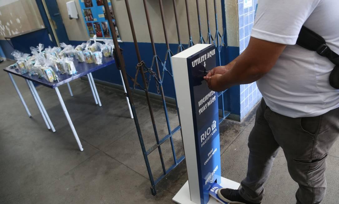 Escolas terão novos gastos, como ácool em gel, a partir de 2021 Foto: Pedro Teixeira/17.11.2020 / Agência O Globo