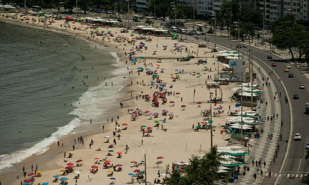 Orla não poderá receber queima de fogos ou festas com som Foto: Brenno Carvalho / Agência O Globo