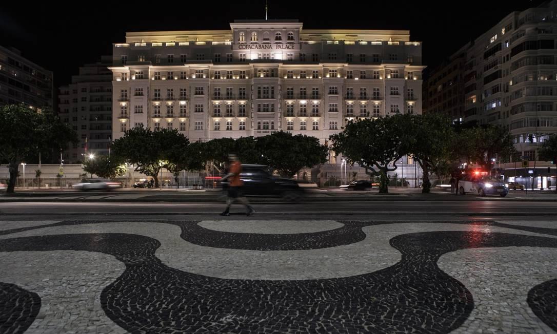 Copacabana Palace, palco de festas animadas em anos anteiores, não decidiu ainda se irá celebrar 2021 Foto: Alexandre Cassiano em 1-6-2020 / Agência O Globo