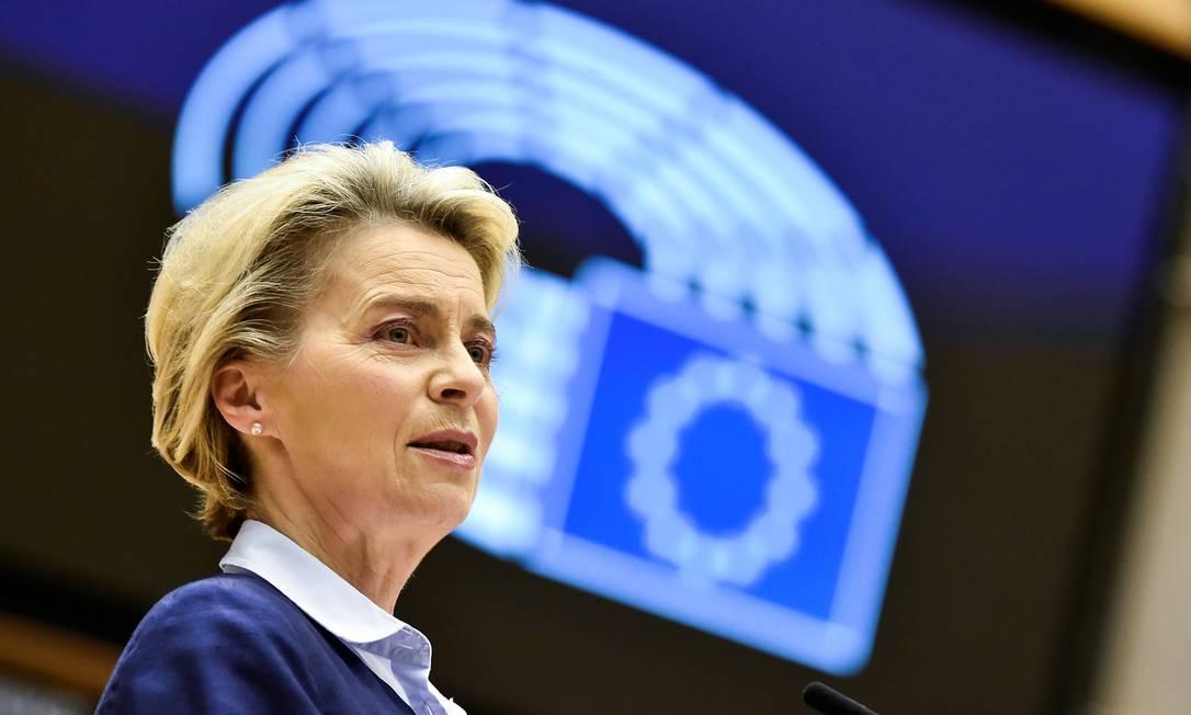 A presidente da Comissão Europeia, Ursula von der Leyen, em discurso ao Parlamento Europeu nesta quarta-feira (16) Foto: POOL / REUTERS