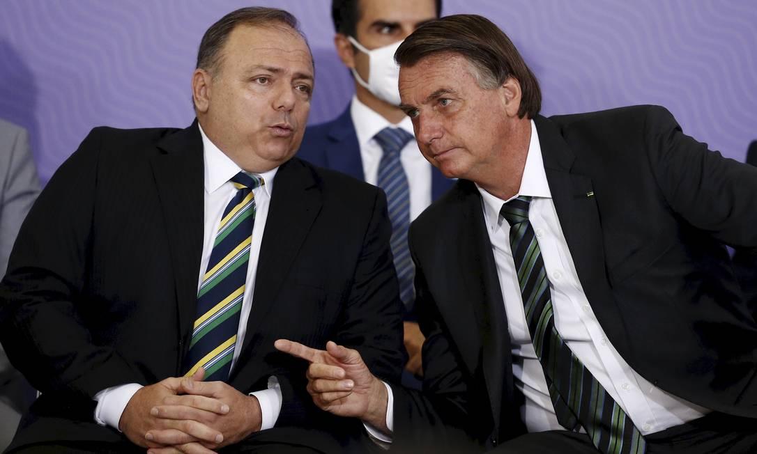O ministro da Saúde, Eduardo Pazuello, e o presidente Jair Bolsonaro Foto: Pablo Jacob / Agência O Globo