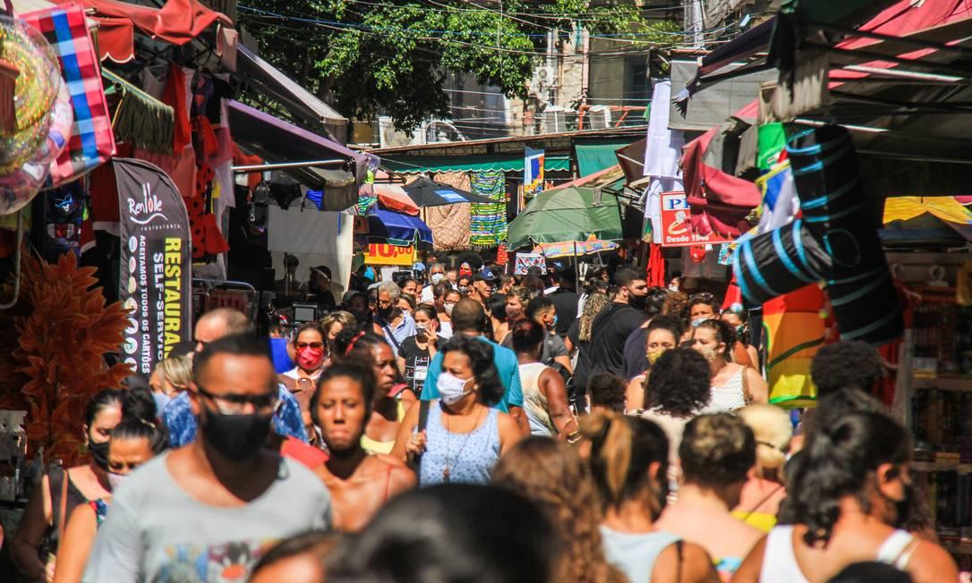 Movimentação de compras de natal no Saara, centro do Rio de Janeiro Foto: Código 19 / Agência O Globo