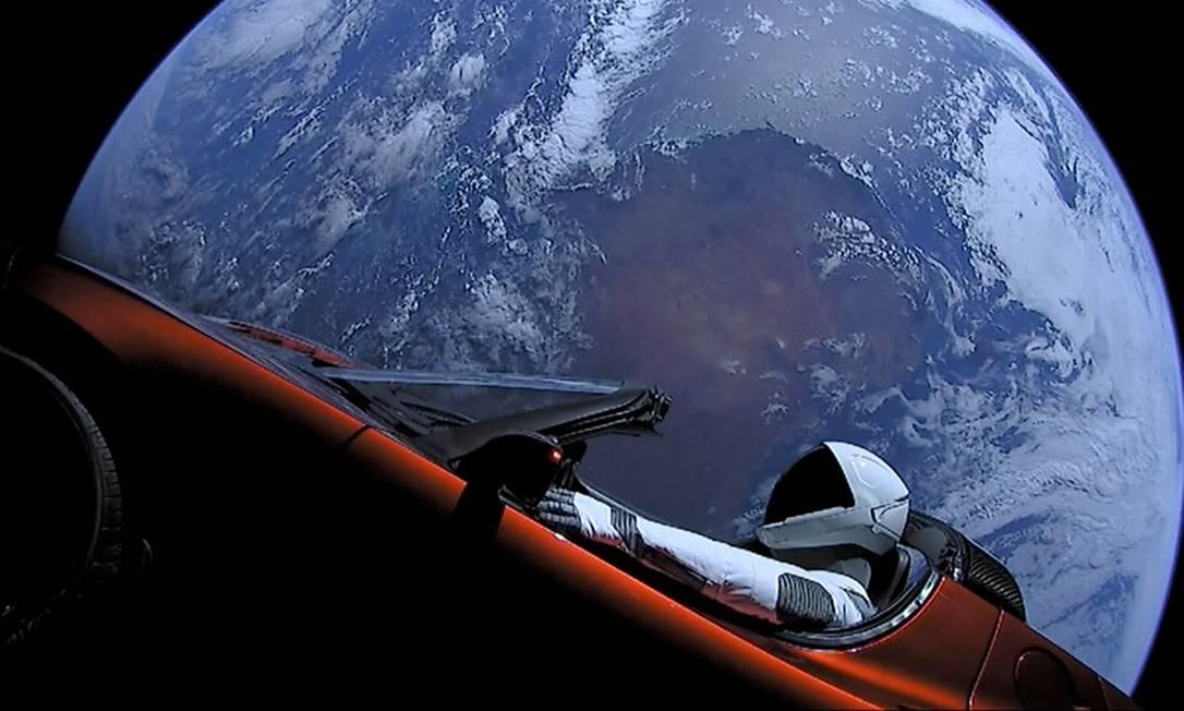 O carro que a Tesla lançou ao espaço no foguete Falcon Heavy em 2018 Foto: HANDOUT / Reuters