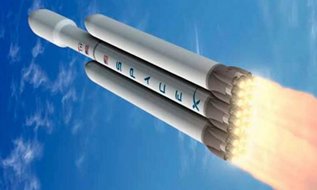 O foguete Falcon Heavy, evolução do bem-sucedido Falcon 9, da empresa de Musk Foto: Divulgação