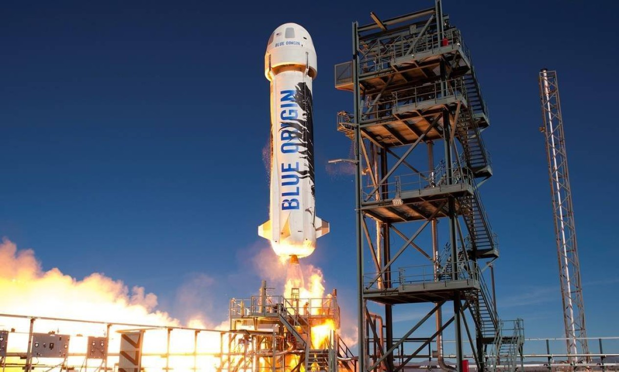 A Blue Origin, de Bezos, usou um foguete reutilizável, o New Shepard, para chegar ao espaço. O voo, realizado na terça-feira, dia 20 de julho, foi o primeiro da empresa com passageiros e sem piloto. Foto: Divulgação