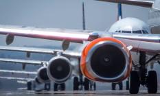 Aviões fazem fila antes da decolagem no aeroporto internacional de Brasilia Foto: André Coelho / Agência O Globo