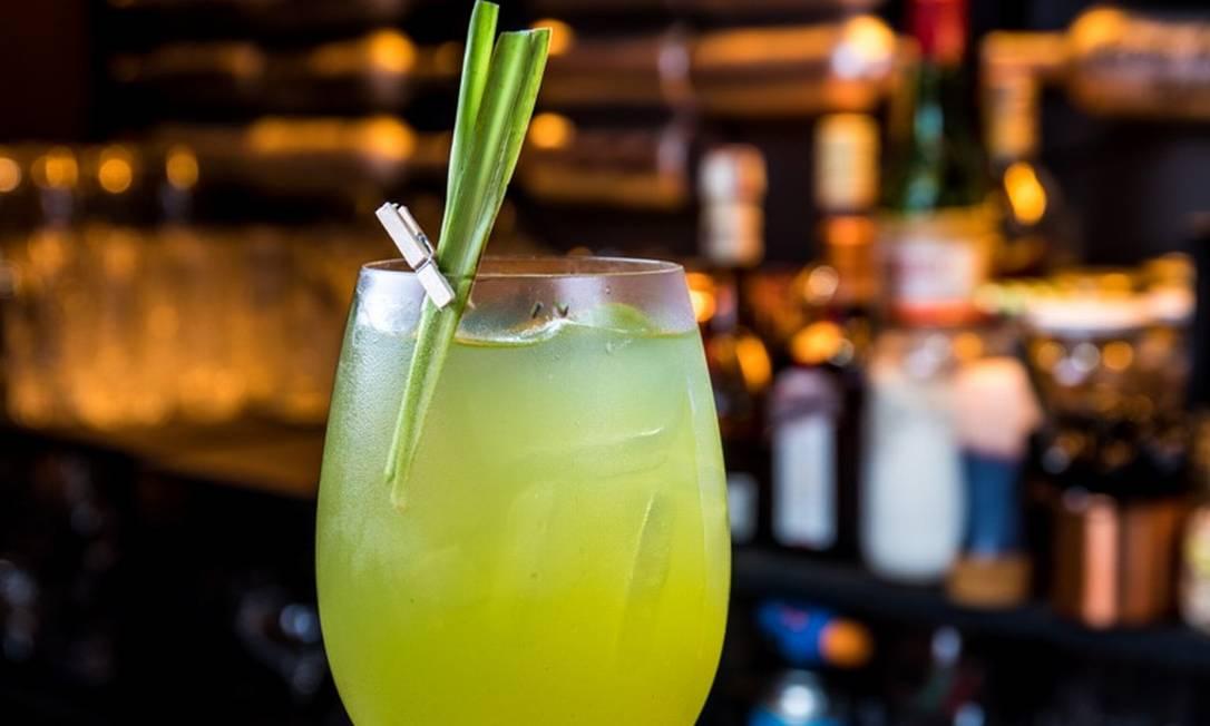 Di Angelo, pedida refrescante do bartender Lelo Forti: gim, gengibre, limão e soda artesanal de capim-limão Foto: Tomas Rangel / divulgação