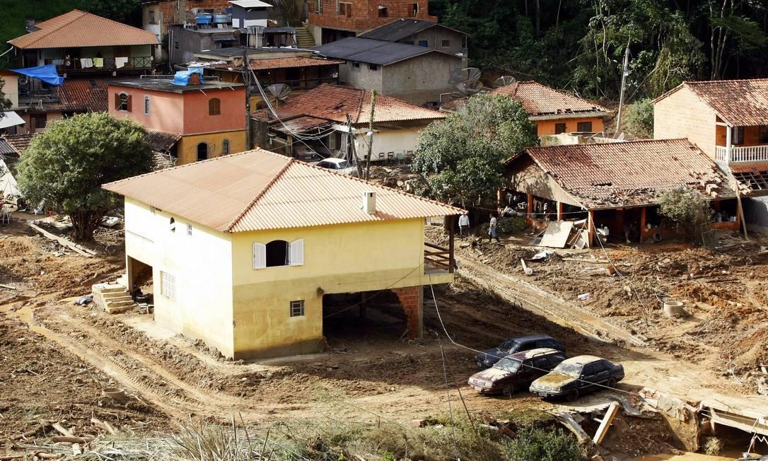 Vale do Cuiabá, em Itaipava, Petrópolis, destruído pelo forte temporal Foto: Felipe Hanower / Agência O Globo - 20/01/2011