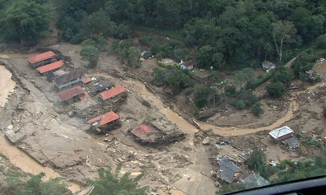 Bairro da Posse soterrado pela lama, em Teresópolis Foto: Leo Dresch / Agência O Globo