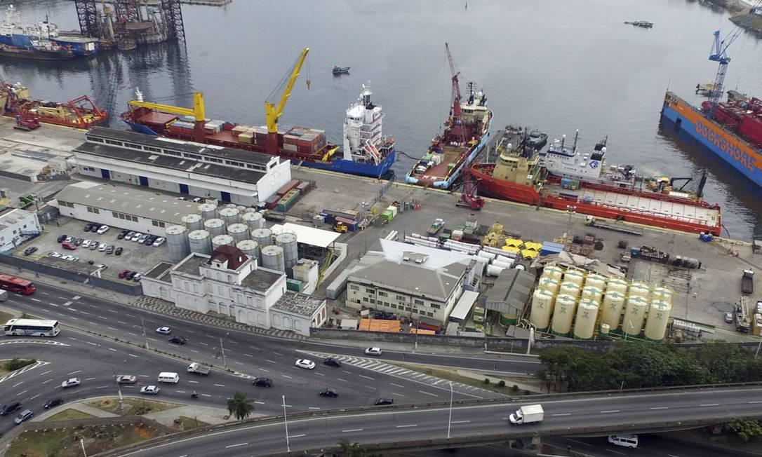 Os terminais do porto, próximo aos acessos à Ponte Rio-Niterói, são administrados pelas empresas Nitshore e Nitport Foto: Divulgação / CDRJ