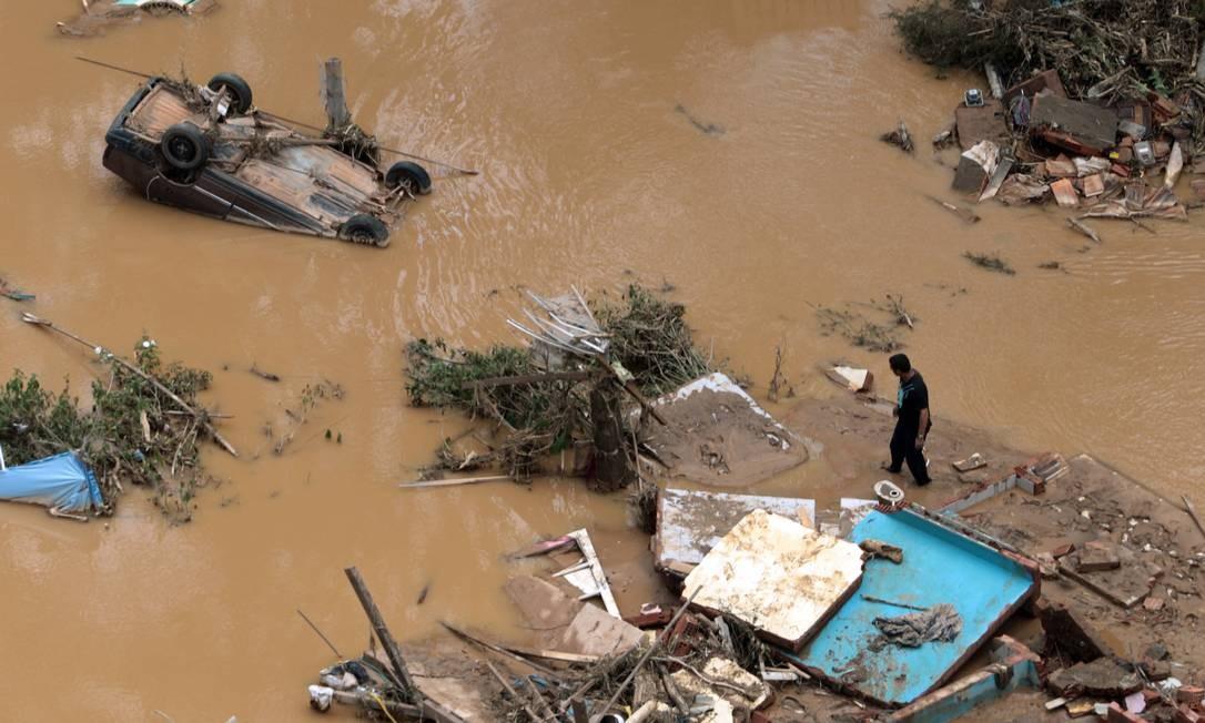 Estrago das chuvas em Teresópolis Foto: GABRIEL DE PAIVA / Agência O Globo - 18/01/2011